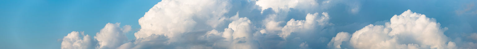 Cloudscape horyzontalny sztandar zdjęcia stock