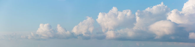 Cloudscape horyzontalny sztandar zdjęcie royalty free