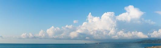 Cloudscape horyzontalny sztandar zdjęcia royalty free