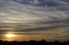 Cloudscape lindo dos estratos do por do sol foto de stock