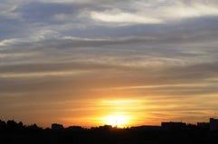 Cloudscape lindo dos estratos do por do sol imagens de stock