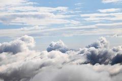 Cloudscape med en flyg- sikt över molnen Royaltyfria Foton
