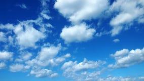 Cloudscape met blauwe hemelachtergrond stock foto