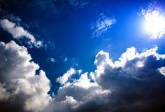 Cloudscape met een Zonlicht Royalty-vrije Stock Afbeeldingen