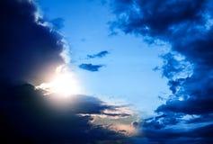 Cloudscape met een Zonlicht Stock Foto's