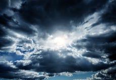 Cloudscape met een Zonlicht Stock Foto