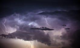 Cloudscape mit Donnerbolzen Lizenzfreies Stockfoto