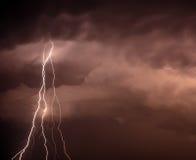 Cloudscape mit Donnerbolzen Stockfoto