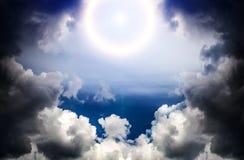 Cloudscape mit einem Licht Lizenzfreie Stockfotografie