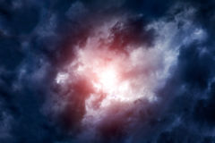 Cloudscape mit Ray des Lichtes Stockbild
