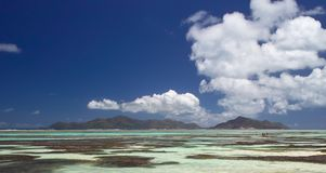 Cloudscape nad rafa koralowa Obrazy Royalty Free