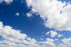 Cloudscape, nuvole nei cieli Fotografia Stock