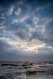 Cloudscape ovanför havet Arkivbilder