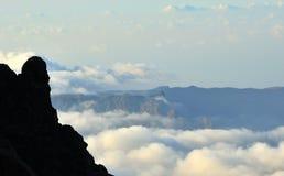Cloudscape på bergen av Gran canaria, kanariefågelöar Arkivfoton