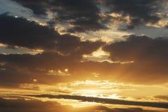 Cloudscape på solnedgång Arkivbild