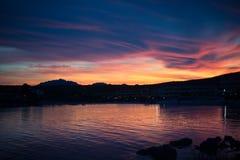 Cloudscape sopra la linea costiera, Golfo Aranci, Sardegna, Italia di tramonto, Immagini Stock