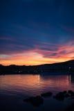 Cloudscape sopra la linea costiera, Golfo Aranci, Sardegna, Italia di tramonto, Fotografie Stock Libere da Diritti