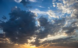 Cloudscape with the sun rays radiating from behind the cloud Royalty Free Stock Photos