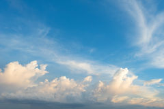 Cloudscape before sunset with blue sky Royalty Free Stock Photos