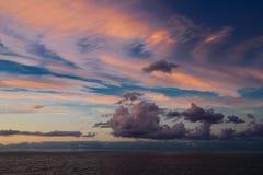 Cloudscape sur la mer Image stock