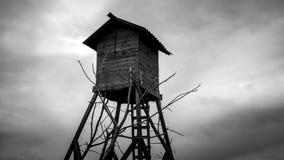 Cloudscape timelapse i liitle drewniany dom zbiory