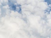 cloudscape Witte wolk en blauwe hemel Stock Foto