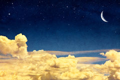 Cloudscape y luna Imagen de archivo libre de regalías