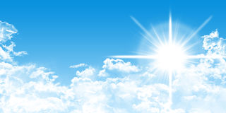 Cloudscape z światłem słonecznym i błękitnym niebem royalty ilustracja