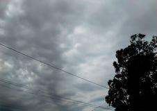 Cloudscapes och lynniga skyies arkivbilder
