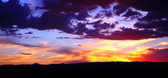 cloudscapesolnedgång arkivfoto