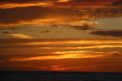 Cloudy Fiery sunset over the ocean Hawaii Royalty Free Stock Photography