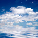 Cloudy sky over water Royalty Free Stock Photography