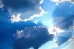 Cloudy sky and sun rays Royalty Free Stock Photos