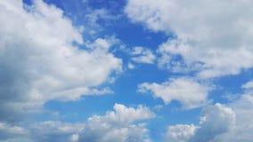 Clound und Himmel? Sonnenuntergangzeit Himmelhintergrundtapete Stockbilder