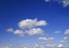 Clous dans le ciel Image stock