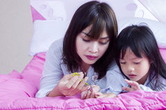 Clous de coupes de mère de sa fille Photos libres de droits