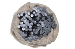 Clous en métal dans un sac de toile Image stock