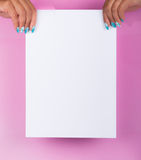 Clous peints et feuille blanche Photographie stock libre de droits