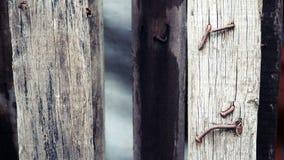 Clous rouillés en bois photographie stock