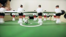 Clouse-επάνω στο επιτραπέζιο ποδόσφαιρο απόθεμα βίντεο