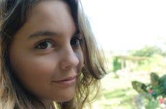 Clouse девушек вверх по саду Стоковое Фото