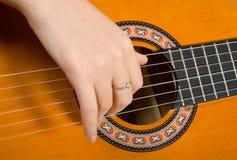 Clouse-op akoestische gitaar. Royalty-vrije Stock Foto