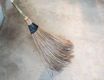 Clouseup du balai de bâton de feuille de noix de coco Images stock