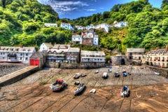 Clovelly hamn Devon England UK på lågvatten i HDR Arkivfoto