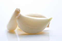 Cloves of peeled garlic Royalty Free Stock Photos