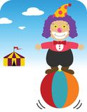 Clown équilibrant sur la bille Photographie stock libre de droits