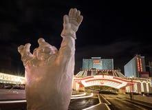 Clown all'entrata dell'hotel e del casinò del circo del circo alla notte - Las Vegas, Nevada, U.S.A. fotografie stock