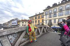 Clown bij de straten van Milaan royalty-vrije stock afbeelding