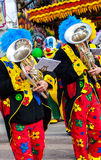 Clown de musicien jouant le tuba Photographie stock libre de droits