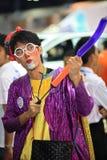 Clown die dierlijke stuk speelgoed ballon voor kinderen maken Stock Foto
